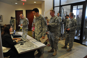 Soldiers-at-job-fair-300